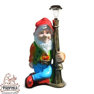 Садовая фигура из полистоуна Светильник Гном с фонарем F03015