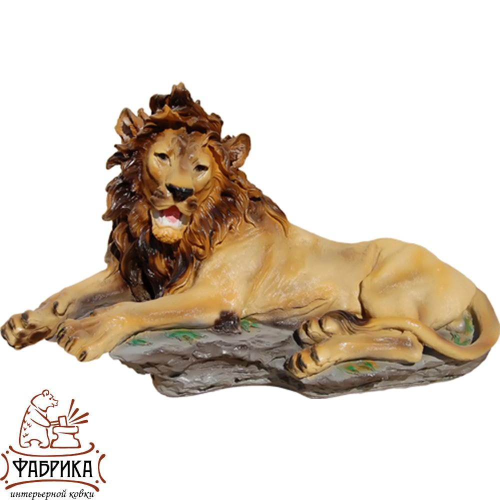 Лев лежит (сред.) F01181