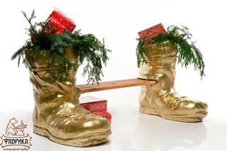Скамейка новогодние сапоги