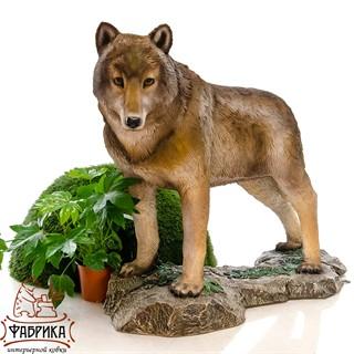 Фигура для сада волчица