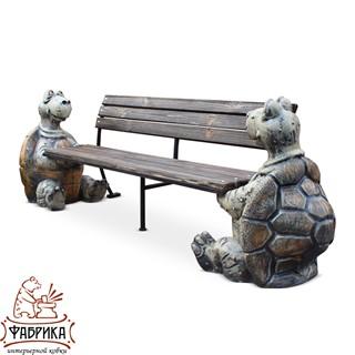 Садовая лавка с черепахами